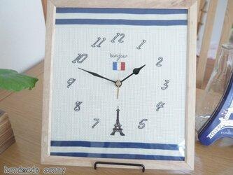 パリ エッフェル塔 刺しゅう時計の画像