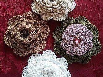 クロッシェのブローチ4種の画像