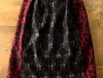 切り替えスカート/ブラック×レッドの画像