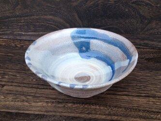 藁灰釉とリングの中鉢の画像