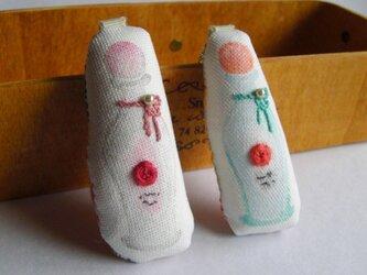 スタンプ×刺繍 香水瓶のブローチ パールの画像