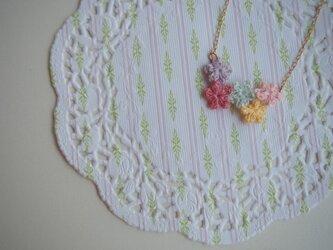 【売切のため予約受付中】小さく編んだ小花のネックレスの画像