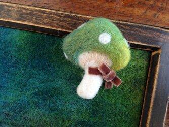 羊毛のブローチ*みどりのきのこの画像