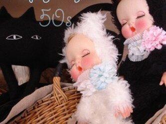 50sホイップお眠りベビー白猫ちゃん人形*の画像