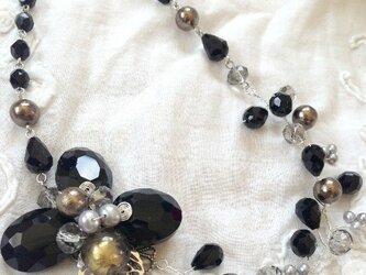 flowerネックレス(ブラック系)の画像