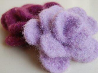 紫のバラコサージュ・2個セットの画像