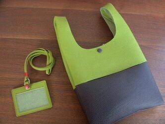 シュリンクレザーのお散歩バッグ...黄緑×紫の画像