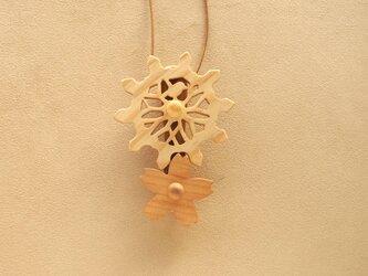 桜の歯車のネックレスの画像