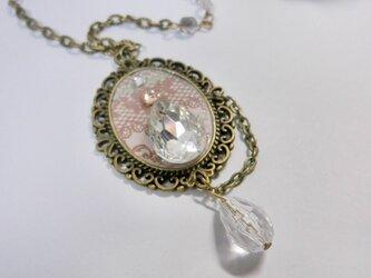 キラキラ輝く雫のネックレスの画像