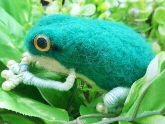 インテリアにも!カエルのブローチ(緑)の画像