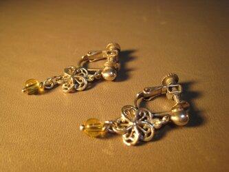メタルフラワー&シトリンのイヤリングの画像