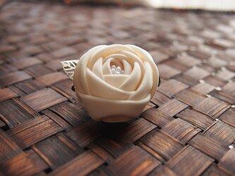 つまみ細工☆玉薔薇の2wayクリップホワイトの画像
