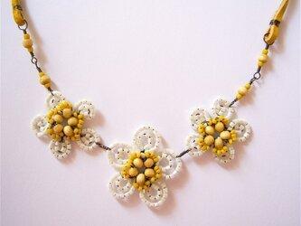 黄色の小花のネックレス(no-449)の画像