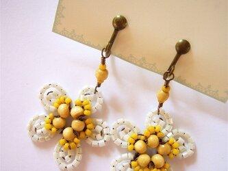 黄色の小花のイヤリング(no-450)の画像
