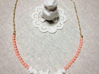 珊瑚とシェルの大人ネックレスの画像