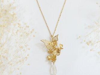 クローバーと蝶のネックレス(gold)の画像