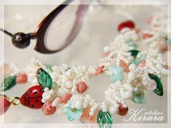ビーズクロッシェのグラスチェーン 眼鏡コード春のフラワーガーデンの画像