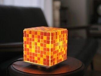 モザイクタイルのランプ 夕焼け色(朱-橙-黄色)の画像