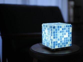 モザイクタイルのランプ 夏海色(青色-空色-白色) ご試用OKの画像