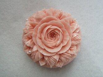 バラとつぼみのソープカービングの画像