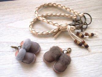 ふわふわやわらかムートンサボ(グレー)バッグチャーム&ネックレスの画像