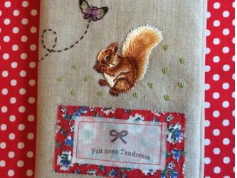 母子手帳ケース ブックカバー Écureuil リス 蝶 刺繍の画像