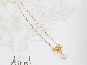 ローズとパールネックレス(gold)の画像
