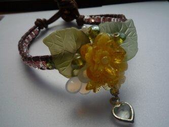 黄色いお花のブレスレットの画像