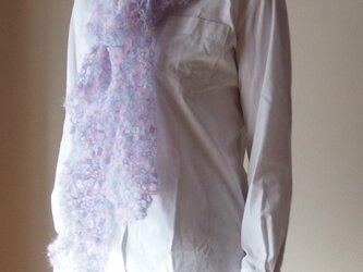 モチーフ編みのマフラーの画像