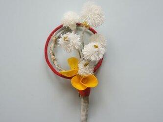 繭のコサージュ シロバナタンポポの画像