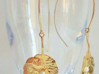 睡蓮の葉ピアスの画像