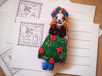 Sanne(サナ)刺繍ブローチの画像