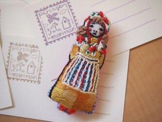 Liesanna(リザナ)刺繍ブローチの画像