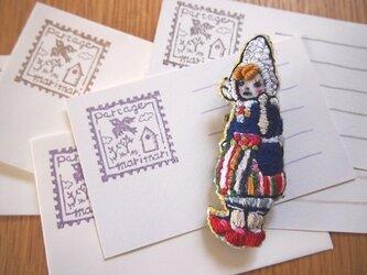 Laura(ラウラ)刺繍ブローチの画像