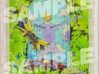 木のポストカード『たびだち』の画像