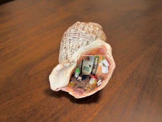 貝がら ミニチュア イチゴケーキの画像