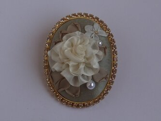 リボン刺繍のブローチ (ホワイト )の画像