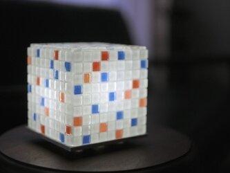 モザイクタイルのランプ ソチ色(白-赤-空色)の画像