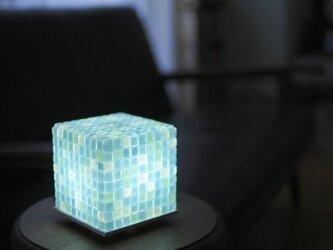 モザイクタイルのランプ 高原色(空色-薄緑色-白色)の画像
