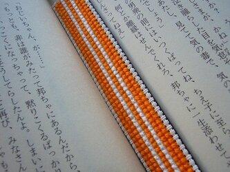 オレンジと白の刺繍しおり【送料無料】の画像