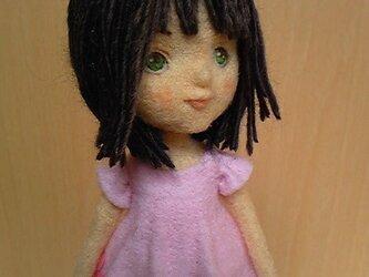 羊毛フェルト「桜ワンピの女の子」の画像