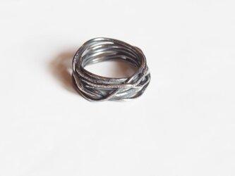 銀線のリングの画像