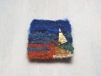 青い風景のブローチの画像