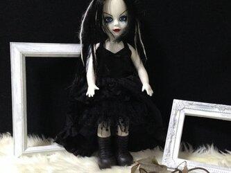 黒ホルターネックドレスの画像