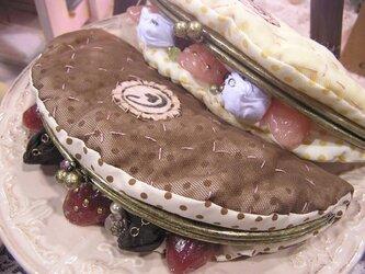 オムレットのポーチ チョコの画像