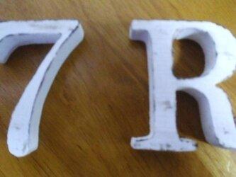アンティーク風 「R」と「7」の画像