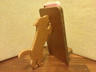 犬が支える携帯・スマホスタンド ダークウォルナットの画像