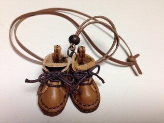 おっきめ茶革ショートブーツのネックレスの画像