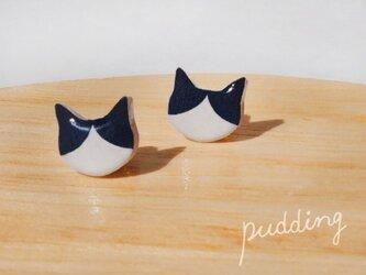 猫ピアス(ハチワレ)の画像