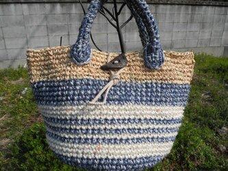 青と白バッグの画像